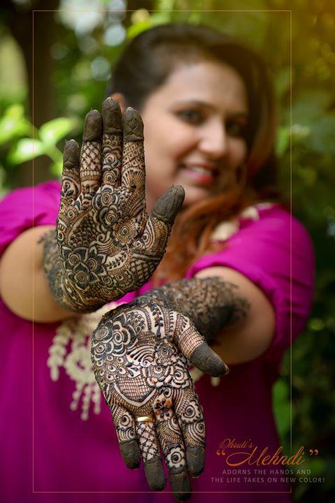 Even my hands blush when i let you stay longer mehndi on my hand..   #mehndi #bridetobe #bride #smile #style #look #preety #weddingday #weddingshedings #wedding #photography #mehndidress #bigfatwedding #indianbride #shadiwadi #dulhaanddulhan #dulhadulhandiaries #weddingphotography #weddingdress #weddingphotographer   ☎️ 9924227745