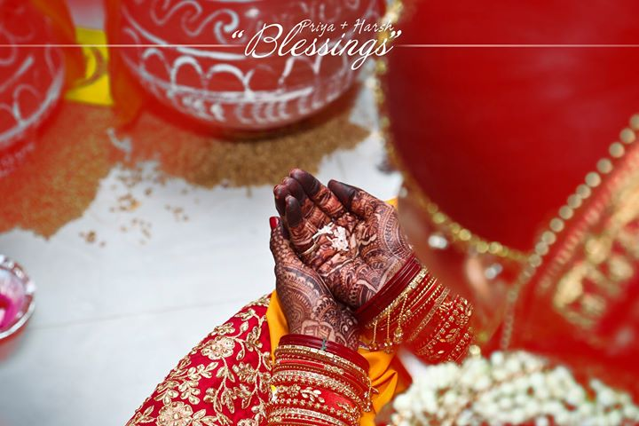 Blessings... . Priya 🤝 Harsh wedding moments.. . #couplegoals #wedding #hasthmelap #handshake #smiles #rituals #ahmedabad  #Photography #wedwise #shaadisaga #weddingdiaries❤️ #wedzo #shaadicircle #weddingday #weddingphotography #together #candid #forever #relationshipgoals #lovers #groom #_ip # #weddinginspiration #weddingphotographer #groom #bride #indianweddings . Contact - 9924227745 Email us- 📧mementoevent@gmail.com