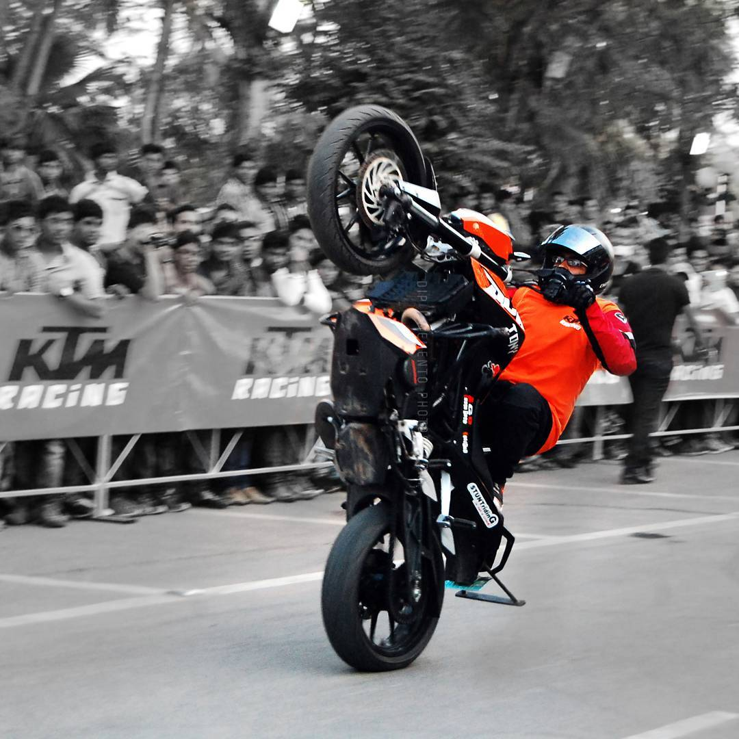 #KTM #Racing 😓😎... #ReadyToRace #ahmedabad #motorace #ktmstunt #duke #ahmedabaddiaries #instagram_of_ahmedabad #picoftheday #instagram_ahmedabad #ahmedabad_instagram #photographers_of_india #_woi #photographer_gujarat #street #streetphotography