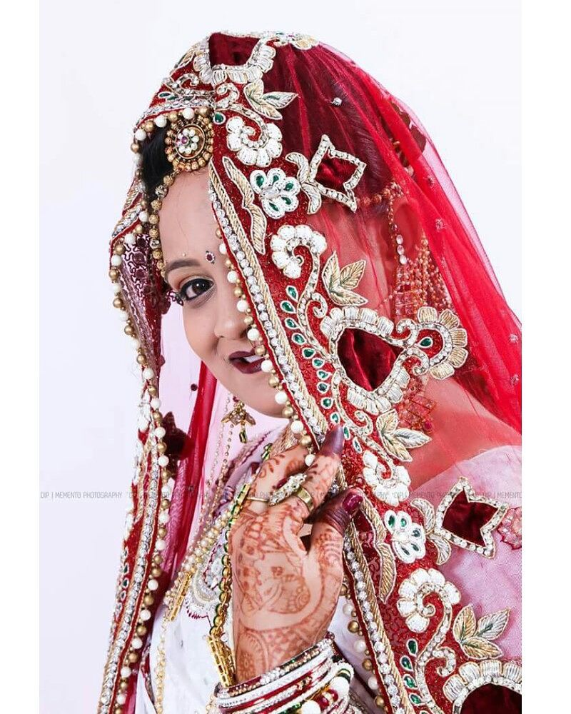 With grace and elegance, there she comes to the one of the most important days in her life.  #weddingday #happymemories #photography #indianwedding #Birdalshoot #indianbride #bridetobe  #beautiful #love #speciaday  #dday #instalove #candid #happiness #moments ◆◆◇◇◆◆◇◇◆◆◇◇◆◆◇◇◆◆◇◇◆◆ book your #Baby, #Fashion,  #prewedding & #Wedding with us contact - 09924227745  Fb: Dip's Photography | Memento Photography | Dip Thakkar