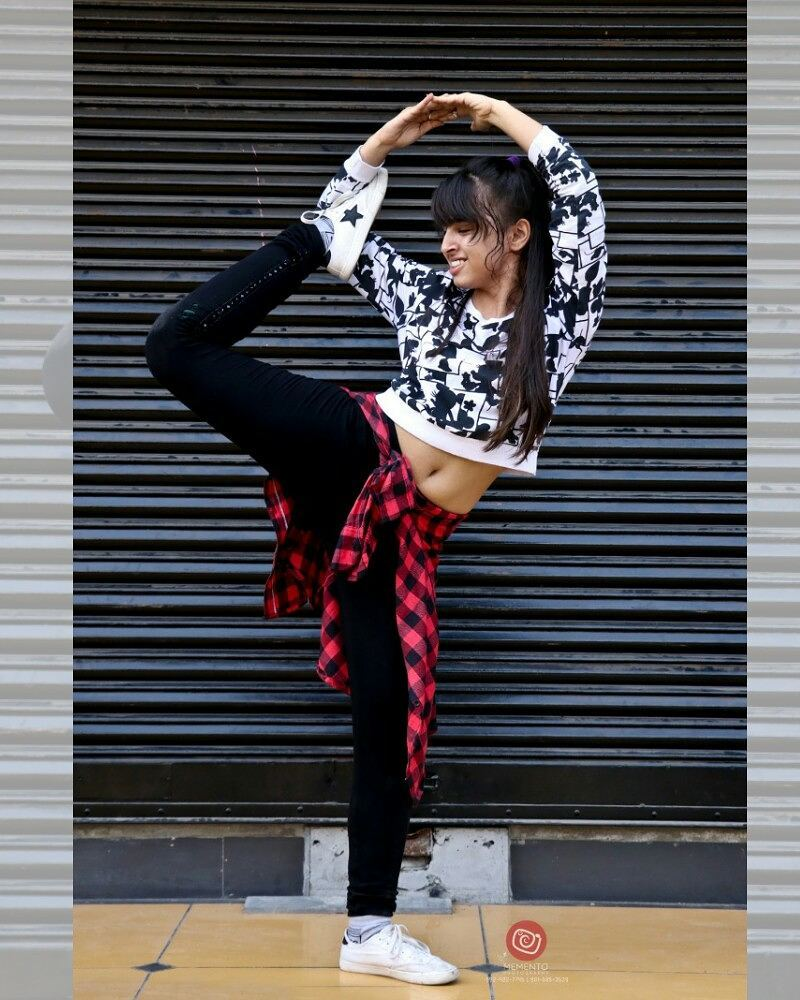 Almost nobody dances sober, unless they happen to be insane. H.P. Lovecraft.  @happystreet2017 #happystreet #happystreetahmedabad #fun #mood #happy #happymemories #love #earlymorning #positivevibes #dance #music #games #streetphotography #streetfun #beauty #beautifulwomen #beautifulfaces #stunt #pose #freeze #passion #dancepose #dancers #dancephotography #like4like #likeforlike