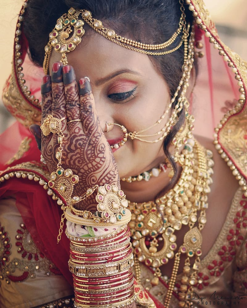 Soon to be Bride.. The Wedding Day. Dipali Weds Rahul💑💓👌 ✨✨✨✨✨✨✨✨✨✨✨✨✨ #dday #beautifulbride #bridetobe #bridal #bridallook #bridalthoughts #sparkle #instagood #bridalshot #bridegoals #indianbride #bridalfashion #gorgeous #shaadi #asianbride #bridalinspiration #kundanset #mathapatti #nosering #bridaljewellery #photooftheday #traditionalbride #bridesofinstagram #lehenga #nath #swag #dipmementophotography #brideportrait  #ahmedabad #bride