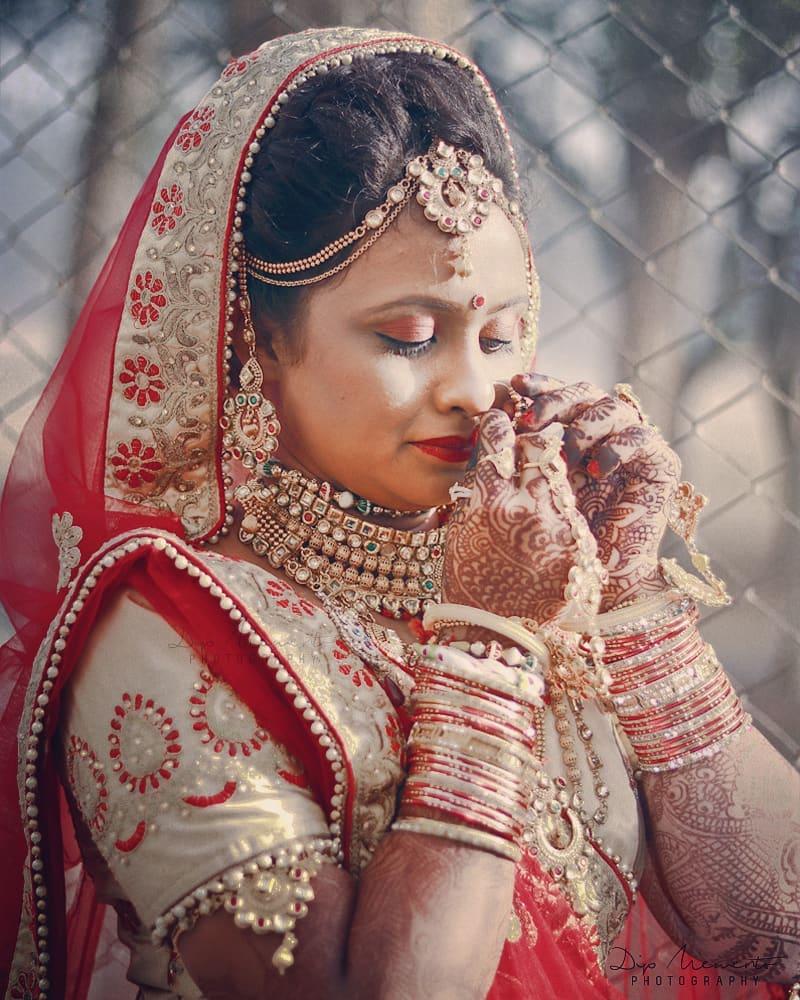 Soon to be Bride.. The Wedding Day. Dipali Weds Rahul💑💓👌 ✨✨✨✨✨✨✨✨✨✨✨✨✨ #dday #beautifulbride #bridetobe #bridal #bridallook #bridalthoughts #sparkle #instagood #bridalshot #bridegoals #indianbride #bridalfashion #gorgeous #shaadi #asianbride #bridalinspiration #kundanset #mathapatti #nosering #bridaljewellery #photooftheday #traditionalbride #bridesofinstagram #lehenga #nath #swag #dipmementophotography #brideportrait  #ahmedabad #bride