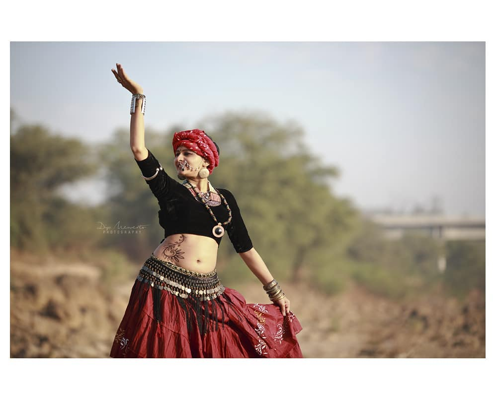I see dance being used as communication between body and soul, to express what is too deep to find for words.. #tribalfusionbellydance  #TribalBelly Concept shoot *---------------*--------------*----------------*---------------* InFrame : Mansi Gandhi Shoot for : D Dancing Street Shoot by : #dip_memento_photography #memento_photography  @dip_memento_photography & @meandmyphotography11  Inq and booking Call / whatsapp 9924227745 *---------------*--------------*----------------*---------------* #conceptshoot #conceptphotoshoot  #dslrofficial #instagood  #dance  #photooftheday #canon  #ahmedabad #mumbai #picoftheday #igers #girl #beautiful #instadaily #summer #instagramhub #iphoneonly  #bestoftheday #happy #fun #sunrise  #keepdancing