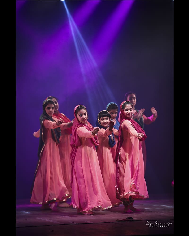 KADAMB center for Dance Annual show 2019.... . . Kadamb teachers recreate their guru's  #KumudiniLakhia celebrated choreographies.. . . 😍😍😍 Speachless about these 8 Performances. Hatsoff to all the 100+ performers. . . . #kadambcenterfordance #show #kadamb #kathak #kathakdance #classicaldance #indianclassicaldance #катхак  #pirouettes #chakkars  #happydancing #classicaldance #indiandancer #dancersofinstagram #indianclassicaldance #dancerslife #classicaldancers #kathakdance #kathakdancer #indianclassicaldancers #swirls #spins #lovefordance #worldofdance #dance #love #indiandanceform #music #loveforkathak #dancers #dancersindia