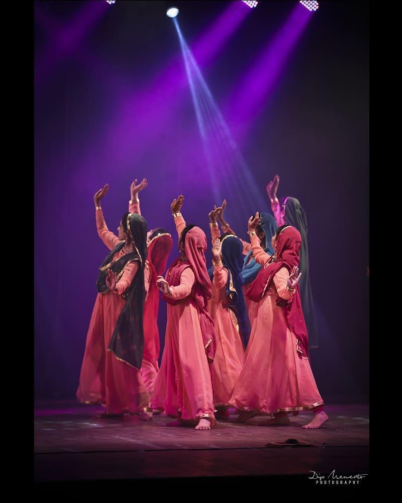 KADAMB center for Dance Annual show 2019.... . . Kadamb teachers recreate their guru's  #KumudiniLakhia celebrated choreographies.. . . 😍😍😍 Speachless about these 8 Performances. Hatsoff to all the 100+ performers. . . . #kadambcenterfordance #show #kadamb #kathak #kathakdance #classicaldance #indianclassicaldance #катхак  #pirouettes #chakkars  #happydancing #classicaldance #indiandancer #dancersofinstagram #indianclassicaldance #dancerslife #classicaldancers #kathakdance #kathakdancer #indianclassicaldancers #swirls #spins #lovefordance #worldofdance #dance #love #indiandanceform #music #loveforkathak #dancers #dancersindia