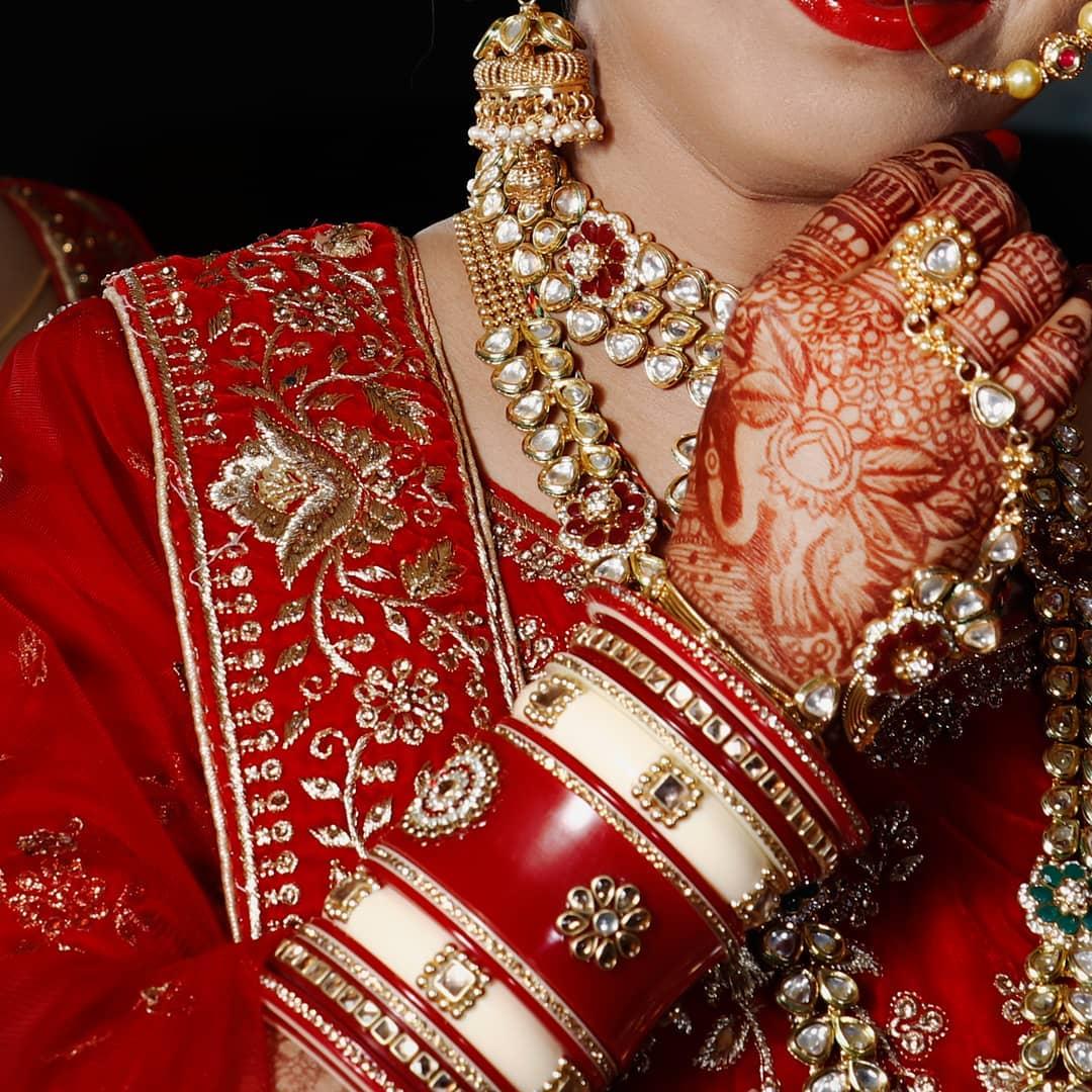 Happy Face, Happy Bride.. Crushing over this bride's perfect outfit, jewellery and yes.. Major part is Makeup from  @dishasbridalstudio .... Photography: @dip_memento_photography . .  #ahmedabad #photography#bridalmakeup #makeup #artist #dressyourfacelive  #indianwedding #weddingevent #weddingmakeup #weddingmakeover #weddingbells #weddingbrigade #weddingwire #weddingfashion #instawedding #indianbride #brideswag #weddinghairstyle #bridephotography #weddingphotography #hotbride #bridemakeup #bridehairstyle #bridemakeover #indiandulhan #instagram #instalove #instabride #brideoftheday #followus  @wedzo.in @blissindianweddingguide @eventilaindia @shaadisaga @bridalaffairind  @kaleeralover  @alcantaramakeup @the_indian_wedding @indian__wedding @indiagramwedding @weddingz.in @wedmegood @wedabout @weddingplz @weddingsonline.india @weddingdream @weddingnet @indianweddingbuzz
