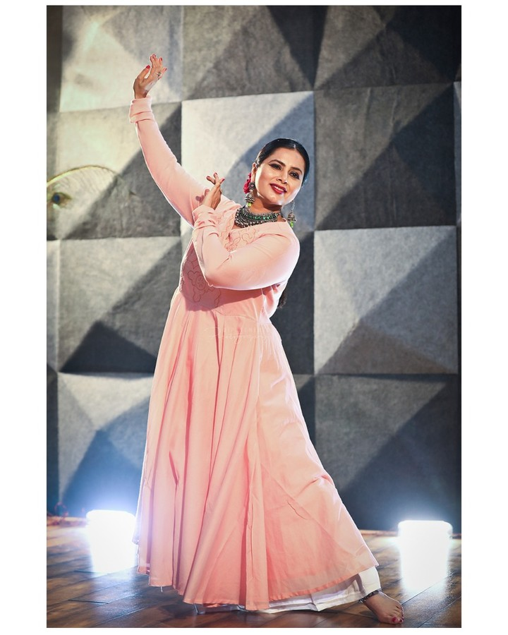 You are not too old and it's not too late... Don't bother at all Just keep Dancing... . . Dance Photo/Video Shoot for : Nrityalaya by Jashoda Patel In Frame : Jashoda Patel Photography by : @dip_memento_photography Video by : @sky_clicks_feelms  Assist : @meandmyphotography11  #nrityalaya #dipmementophotography #nrityalayadance #kathak #kathakdance #classicaldance #ahmedabad #indianclassicaldance #катхак #pirouettes #chakkars #happydancing #classicaldance #indiandancer #dancersofinstagram #indianclassicaldance #dancerslife #classicaldancers #kathakdance #kathakdancer #indianclassicaldancers #9924227745 #spins #lovefordance #worldofdance #dance #love #indiandanceform #music #loveforkathak #dancers #dancersindia