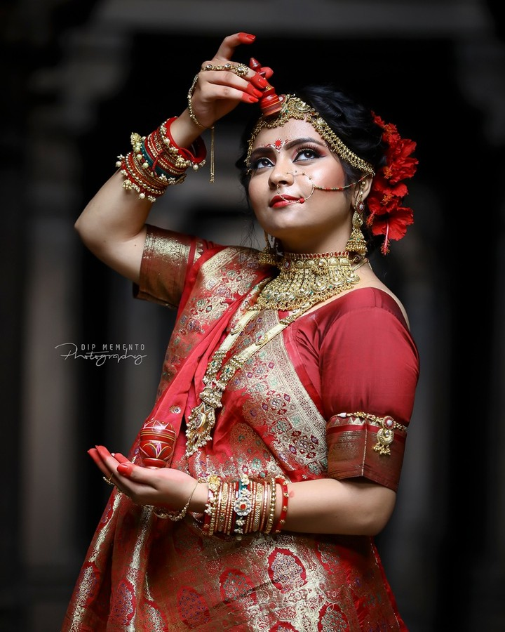 Can you feel the glow of pure Happiness? . The Authenticity of this Bengali Bride just brighten our weekend! . . Bengali Bride Makeup and Concept Shoot MUA @dishabeautysaloonacademynikol  Model @meera_daxini  Photography: @dip_memento_photography @memento_photography @meandmyphotography11 . . #ahmedabad #photography#bridalmakeup #makeup #artist #dressyourfacelive #indianwedding #weddingevent #weddingmakeup #weddingmakeover #weddingbells #weddingbrigade #weddingwire #weddingfashion #instawedding #indianbride #brideswag #weddinghairstyle #bridephotography #weddingphotography #hotbride #bridemakeup #bridehairstyle #bridemakeover #indiandulhan #instagram #instalove #instabride #brideoftheday #followus  @dslrofficial @canveradotcom @kolkataportraits @calcutta.ports @modelzgalery @bengalibomb @beauty_of_bengal @insta_models @models_professional_shouts @bengali.beauties.shoutout @indian_fashion_blogger @indianportraitsclub @keepmestylish @ig_calcutta @mumbai.portraits
