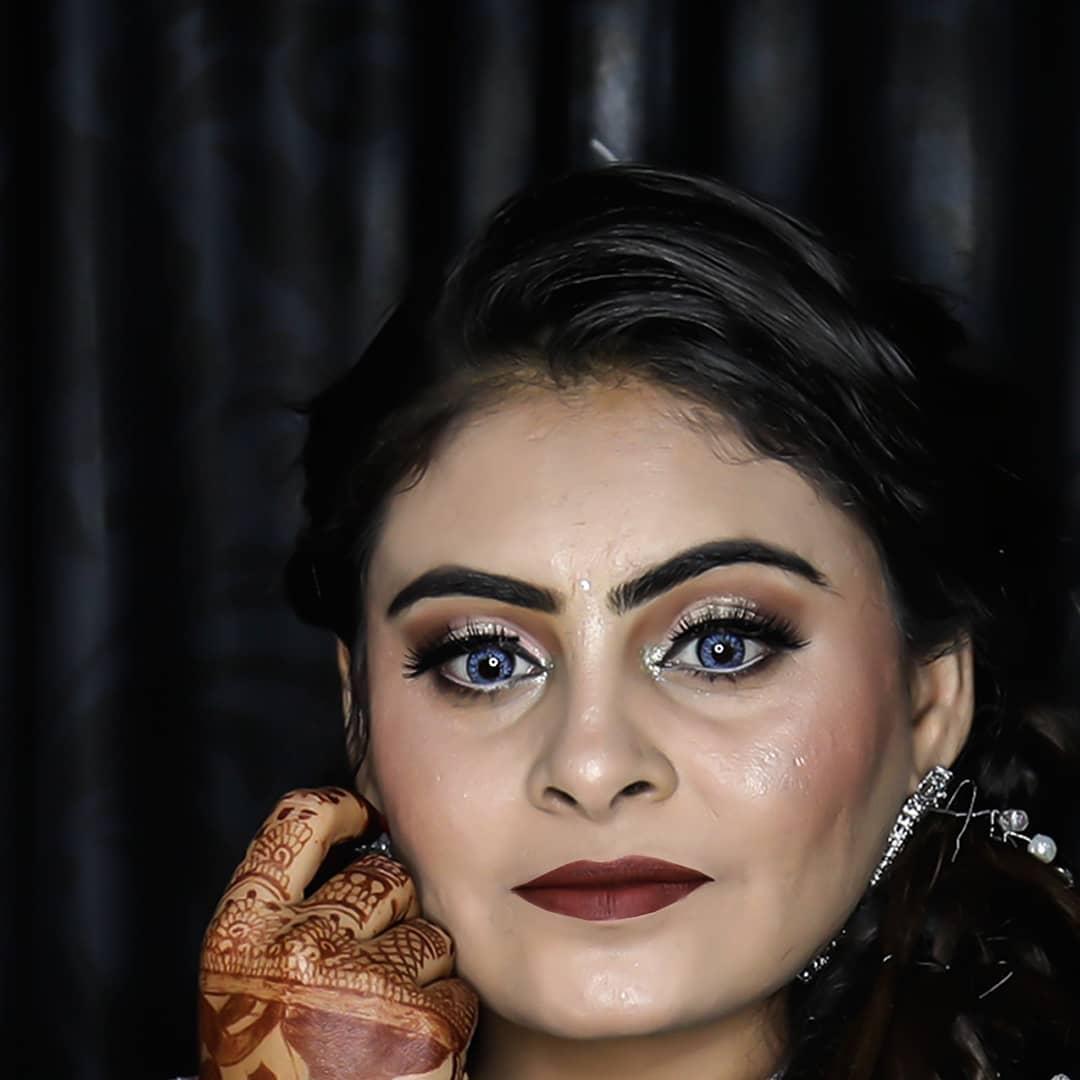 The best part of beauty is that which no pictures can express. . . @dip_memento_photography MUA: @dishabeautysaloonacademynikol . .  #brides #sisterbrides #bridetobe #coolbrides #bigfatindianwedding #bridemakeup #indianwedding #photography #weddings #indianwedding #dipmementophotography #9924227745 #loveformakeup #makeuplove #makeupartist #makeup #ahmedabad #candidportraits #indianbride #indianfashionblogger #sisterstogether #sisterfriends #brides #funbrides • @wedzo.in @indianstreetfashion @weddingz.in @indian_wedding_bliss @dulhaanddulhan @thebridesofindia @indianweddings @weddingdream @indianweddingbuzz @shaadisaga @zo_wed @desiclassybrides @weddingwireindia @indiagramwedding @shaadisaga @indian__wedding @thebridesofindia @weddingsutra @wedmegood @bridalaffairind @theweddingbrigade @weddingplz @weddingfables @indian_wedding_inspiration @eventilaindia @_punjabi_weddings