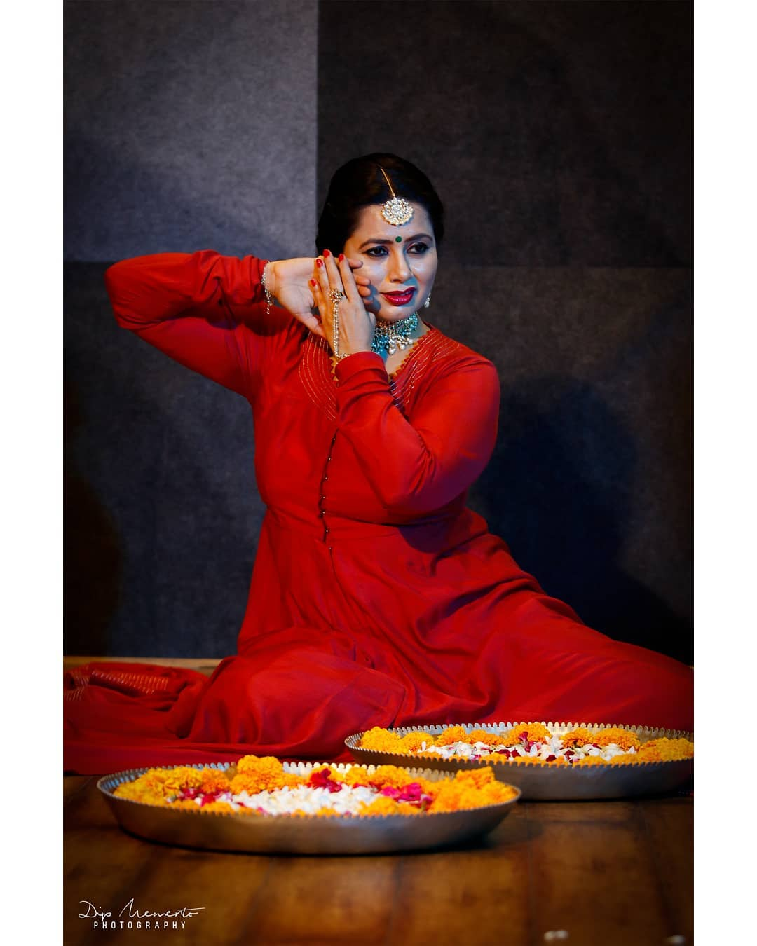 K A T H A K: Art of telling story.. . Dance Video Shoot for  @nrityalayabyjashodapatel @jashodapatel_kathak . . Photo/Videography:  @dip_memento_photography . .  #kathakdancers #indiandancecrew #bollywooddance #dancersofindia  #kathak #kathakdance #classicaldance #ahmedabad #indianclassicaldance #pirouettes #chakkars #happydancing #classicaldance #indiandancer #dancersofinstagram #indianclassicaldance  #kathakdance #kathakdancer #indianclassicaldancers #9924227745 #spins  #worldofdance #dance #indiandanceform #loveforkathak #dancers #dancersindia