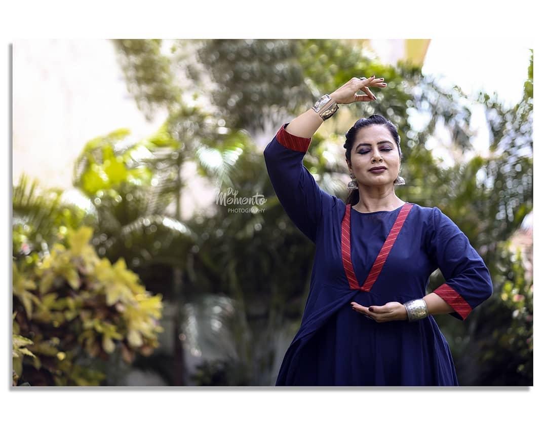 K A T H A K: Art of telling story.. . Dance Video Shoot for  @nrityalayabyjashodapatel @jashodapatel_kathak . 📸Photo/Videography:  @dip_memento_photography . .  #kathakdancers #indiandancecrew #bollywooddance #dancersofindia  #kathak #kathakdance #classicaldance #ahmedabad #indianclassicaldance #pirouettes #chakkars #happydancing #classicaldance #indiandancer #dancersofinstagram #indianclassicaldance  #kathakdance #kathakdancer #indianclassicaldancers #9924227745 #spins  #worldofdance #dance #indiandanceform #loveforkathak #dancers #dancersindia #indiaportraits