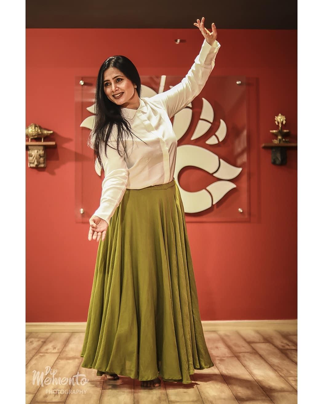 #Dance enables you to find yourself and lose yourself at the same time.... . . Dance Shoot for  @nrityalayabyjashodapatel @jashodapatel_kathak 📸@dip_memento_photography . .  #kathakdancers #indiandancecrew #bollywooddance #dancersofindia  #kathak #kathakdance #classicaldance #ahmedabad #indianclassicaldance #dancephotography #chakkars #happydancing #classicaldance #indiandancer #dancersofinstagram #indianclassicaldance  #kathakdance #kathakdancer #indianclassicaldancers #9924227745 #dipmementophotography  #worldofdance #dance #indiandanceform #loveforkathak #dancers #dancersindia #indiaportraits