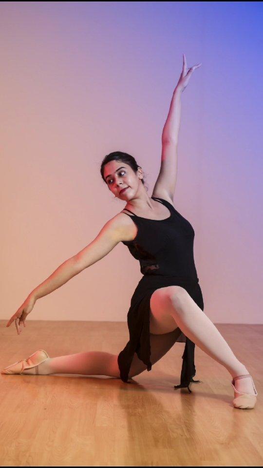 Be different, Be yourself .  Keep Dancing... . . . 📸for @enpointeballetacademy In Frame @_divya_ramani_ 📸by @dip_memento_photography . . . #ballet #dance #dancer #ballerina #balletdancer #dancers #balletphotography #reelinstagram #balletlife #reelitfeelit #pointe  #dancelife #dancephotographer #dancephotography #ahmedabad #dipmementophotography #9924227745  #balletclass #reelitfeelit #dancersofinstagram #balletpost #pointeshoes  #reelkarofeelkaro #worldwideballet #dancephotography  #balletworld #bailarina #reelindia