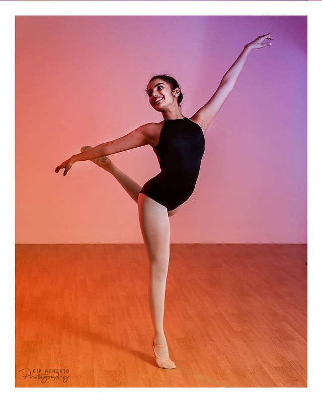 She turned her can'ts in cans, and her dreams into plans...  . . 📸for @enpointeballetacademy 📸by @dip_memento_photography . . #ballet #dance #dancer #ballerina #balletdancer #dancers #balletphotography #dancing #balletlife #jazz #pointe  #dancelife #dancephotographer #dancephotography #ahmedabad #dipmementophotography #9924227745  #balletclass #art #dancersofinstagram #balletpost #pointeshoes  #danza #worldwideballet #dancephotography  #balletworld #bailarina #balletpose