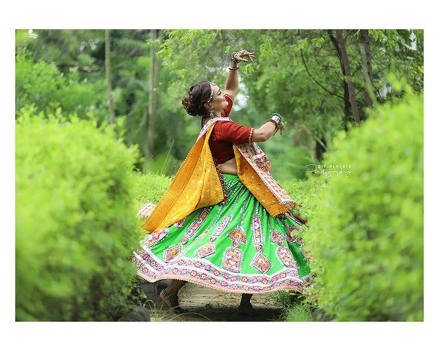 Garba Video/Photoshoot  for  @lasya_by_bhuvneshwaripatel Team, @bhuvneshwaripatel as Choreographer 📸 @dip_memento_photography   . . .  #twirling #flare #navratri #garbaqueen #garbaking #ahmedabad #fashion  #indianfestival #navratrifestival #navratrigarba  #garbalovers  #9924227745 #dancephotographer #photographer #navratrispecial #garbavibes💃 #nightfestival #garments #catalogue #dancephotography #ahmedabaddancers #ahmedabad_instagram #l4l #photooftheday #dipmementophotography