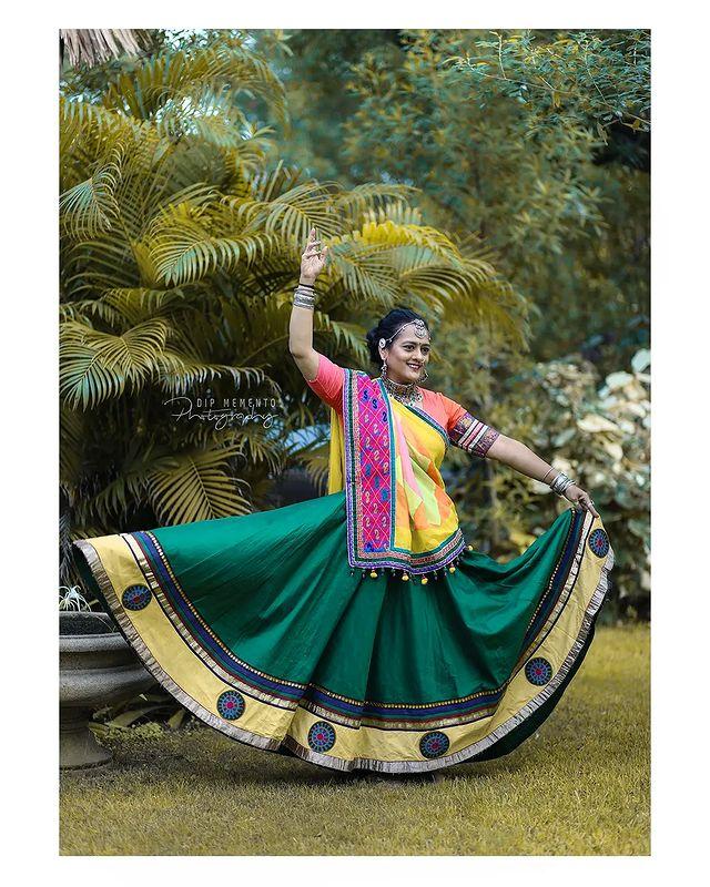 Garba Video/Photoshoot  for  @lasya_by_bhuvneshwaripatel Team, @bhuvneshwaripatel as Choreographer In frame @hemapatel874 📸 @dip_memento_photography   . . .  #twirling #flare #navratri #garbaqueen #garbaking #ahmedabad #fashion  #indianfestival #navratrifestival #navratrigarba  #garbalovers  #9924227745 #dancephotographer #photographer #navratrispecial #garbavibes💃 #nightfestival #garments #catalogue #dancephotography #ahmedabaddancers #ahmedabad_instagram #l4l #photooftheday #dipmementophotography
