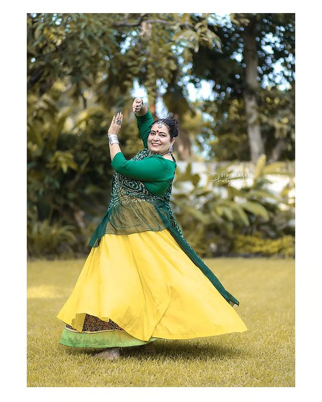 Garba Video/Photoshoot  for  @lasya_by_bhuvneshwaripatel Team, @bhuvneshwaripatel as Choreographer In frame @jakshadixit 📸 @dip_memento_photography   . . .  #twirling #flare #navratri #garbaqueen #garbaking #ahmedabad #fashion  #indianfestival #navratrifestival #navratrigarba  #garbalovers  #9924227745 #dancephotographer #photographer #navratrispecial #garbavibes💃 #nightfestival #garments #catalogue #dancephotography #ahmedabaddancers #ahmedabad_instagram #l4l #photooftheday #dipmementophotography