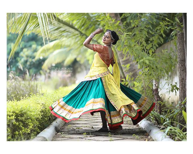 Garba Video/Photoshoot  for  @lasya_by_bhuvneshwaripatel Team, @bhuvneshwaripatel as Choreographer In Frame @khushi__03 📸 @dip_memento_photography   . . .  #twirling #flare #navratri #garbaqueen #garbaking #ahmedabad #fashion  #indianfestival #navratrifestival #navratrigarba  #garbalovers  #9924227745 #dancephotographer #photographer #navratrispecial #garbavibes💃 #nightfestival #garments #catalogue #dancephotography #ahmedabaddancers #ahmedabad_instagram #l4l #photooftheday #dipmementophotography