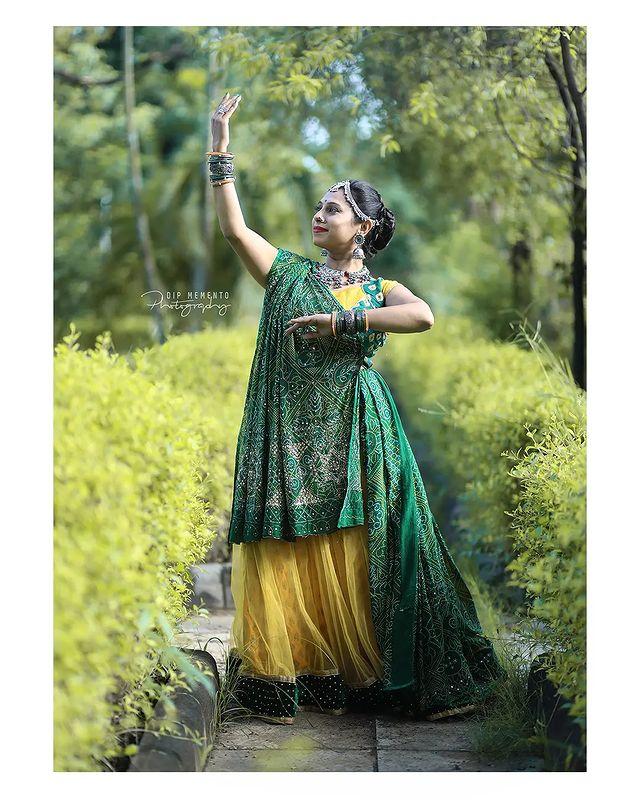 Garba Video/Photoshoot  for  @lasya_by_bhuvneshwaripatel Team, @bhuvneshwaripatel as Choreographer In Frame @vandana_nritya_ 📸 @dip_memento_photography   . . .  #twirling #flare #navratri #garbaqueen #garbaking #ahmedabad #fashion  #indianfestival #navratrifestival #navratrigarba  #garbalovers  #9924227745 #dancephotographer #photographer #navratrispecial #garbavibes💃 #nightfestival #garments #catalogue #dancephotography #ahmedabaddancers #ahmedabad_instagram #l4l #photooftheday #dipmementophotography