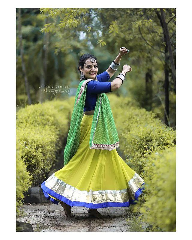 Garba Video/Photoshoot  for  @lasya_by_bhuvneshwaripatel Team, @bhuvneshwaripatel as Choreographer In Frame @yashnishpatel 📸 @dip_memento_photography   . . .  #twirling #flare #navratri #garbaqueen #garbaking #ahmedabad #fashion  #indianfestival #navratrifestival #navratrigarba  #garbalovers  #9924227745 #dancephotographer #photographer #navratrispecial #garbavibes💃 #nightfestival #garments #catalogue #dancephotography #ahmedabaddancers #ahmedabad_instagram #l4l #photooftheday #dipmementophotography