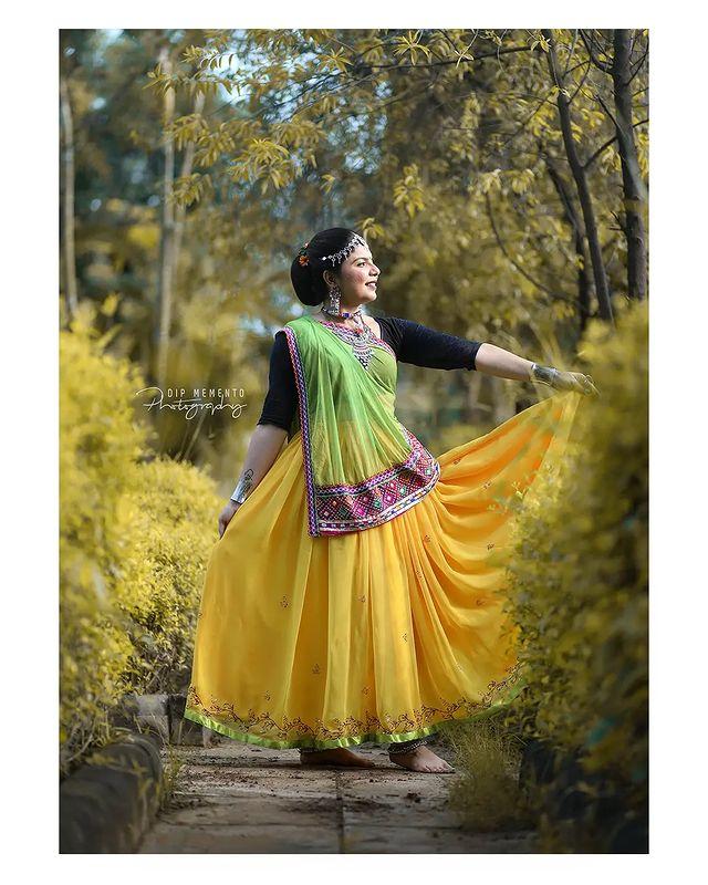 Garba Video/Photoshoot  for  @lasya_by_bhuvneshwaripatel Team, @bhuvneshwaripatel as Choreographer In Frame @kakkadd_ruchupi 📸 @dip_memento_photography   . . .  #twirling #flare #navratri #garbaqueen #garbaking #ahmedabad #fashion  #indianfestival #navratrifestival #navratrigarba  #garbalovers  #9924227745 #dancephotographer #photographer #navratrispecial #garbavibes💃 #nightfestival #garments #catalogue #dancephotography #ahmedabaddancers #ahmedabad_instagram #l4l #photooftheday #dipmementophotography