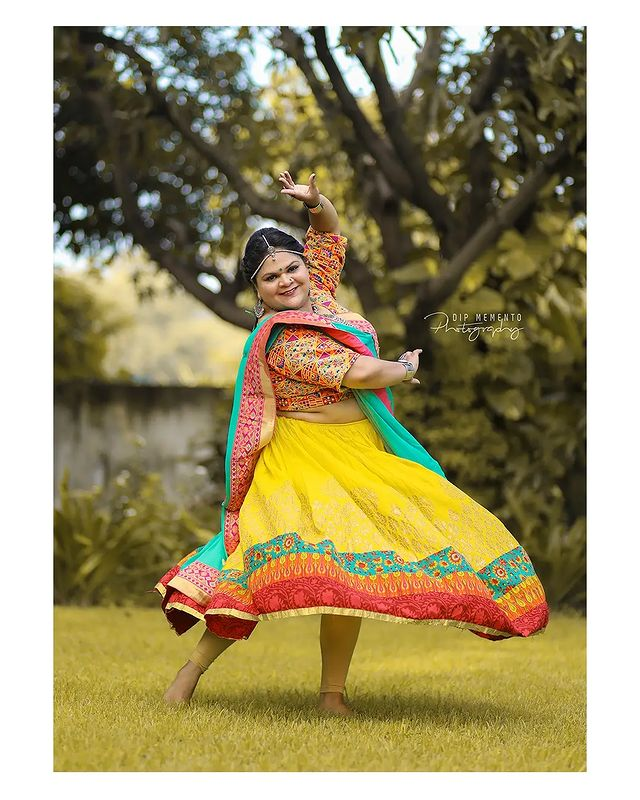 Garba Video/Photoshoot  for  @lasya_by_bhuvneshwaripatel Team, @bhuvneshwaripatel as Choreographer In Frame @patel.hiral58 📸 @dip_memento_photography   . . .  #twirling #flare #navratri #garbaqueen #garbaking #ahmedabad #fashion  #indianfestival #navratrifestival #navratrigarba  #garbalovers  #9924227745 #dancephotographer #photographer #navratrispecial #garbavibes💃 #nightfestival #garments #catalogue #dancephotography #ahmedabaddancers #ahmedabad_instagram #l4l #photooftheday #dipmementophotography