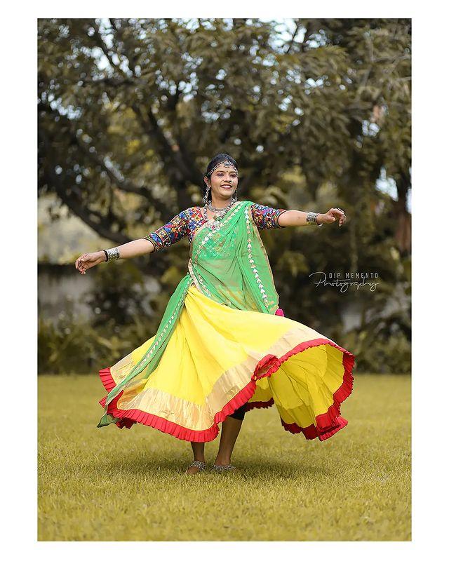 Garba Video/Photoshoot  for  @lasya_by_bhuvneshwaripatel Team, @bhuvneshwaripatel as Choreographer In Frame @amisha.shah.1217 📸 @dip_memento_photography   . . .  #twirling #flare #navratri #garbaqueen #garbaking #ahmedabad #fashion  #indianfestival #navratrifestival #navratrigarba  #garbalovers  #9924227745 #dancephotographer #photographer #navratrispecial #garbavibes💃 #nightfestival #garments #catalogue #dancephotography #ahmedabaddancers #ahmedabad_instagram #l4l #photooftheday #dipmementophotography