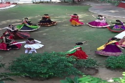 #Garba choreography on most loved, viewed, performed, listened, choreographed bollywood hit song. Lahu Munh lag gaya...  Choreographed by:- @bhuvneshwaripatel @bhumisdancestudio  🎥@dip_memento_photography  Performed & Filled framed with amazing steps by @bhuvneshwaripatel @khushi__03 @hemapatel874 @payal8954 @mansitrivedi_3099 @acharya_shivani13 @divya_xv @ruchikankakkad @niralishah79.ns @shukla.deepal  @devr1shi  @vandana_nritya_  Song: Lahu Munh Lag Gaya  Singer: Shail Hada  Music: Sanjay Leela Bhansali  Lyrics: Siddharth-Garima  Directed By: Sanjay Leela Bhansali  Produced By: Kishore Lulla & Sanjay Leela Bhansali   #videooftheday#garbalover#garbainahmedabad#garbaingujarat#navaratri#garbalovers#navarathri#garba#comingsoon#instagram#instadaily#videography#choreography#bhoomisdancestudio#traditionalgarbadress#traditionalgarba#bombaystylegarba#surtistylegarba we do not own the copyrights to this song, it's used for commercial purpose only.